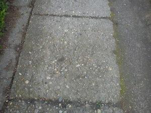Loše urađen trotoar